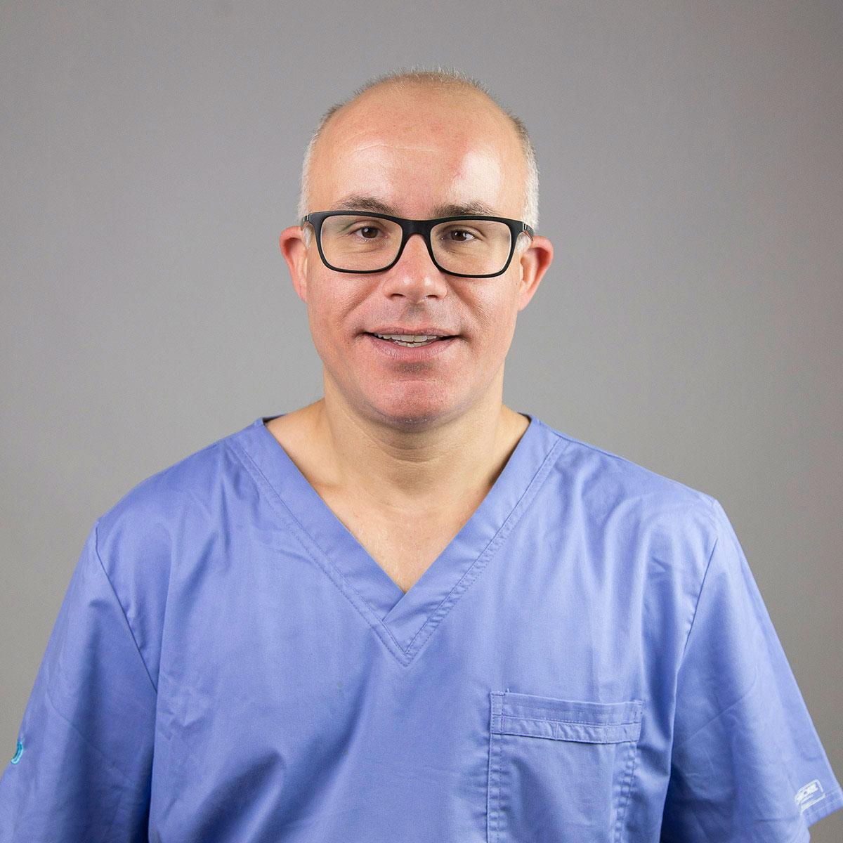 EDUARD SERRANO - Cirurgià maxillofacial - Implantòleg